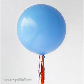 Maxi Ballon Bulle Scluptural et sa guirlande à franges 4