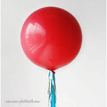 Maxi Ballon Bulle Scluptural et sa guirlande à franges 5