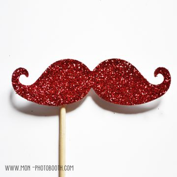 Une Moustache Paillettes Rouge intense