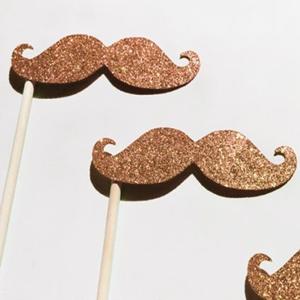 moustache paillette or photobooth